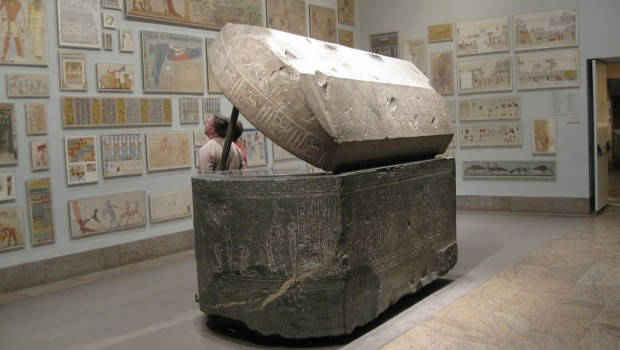 Egyptian-Sarcophagus-at-the-Metropolitan-Museum-of-Art